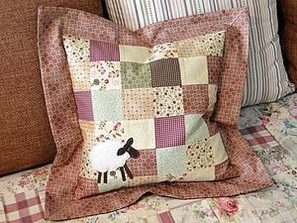 Sewing a Pillowcase with a Lamb in the Quilt Technique | Livemaster - handmade