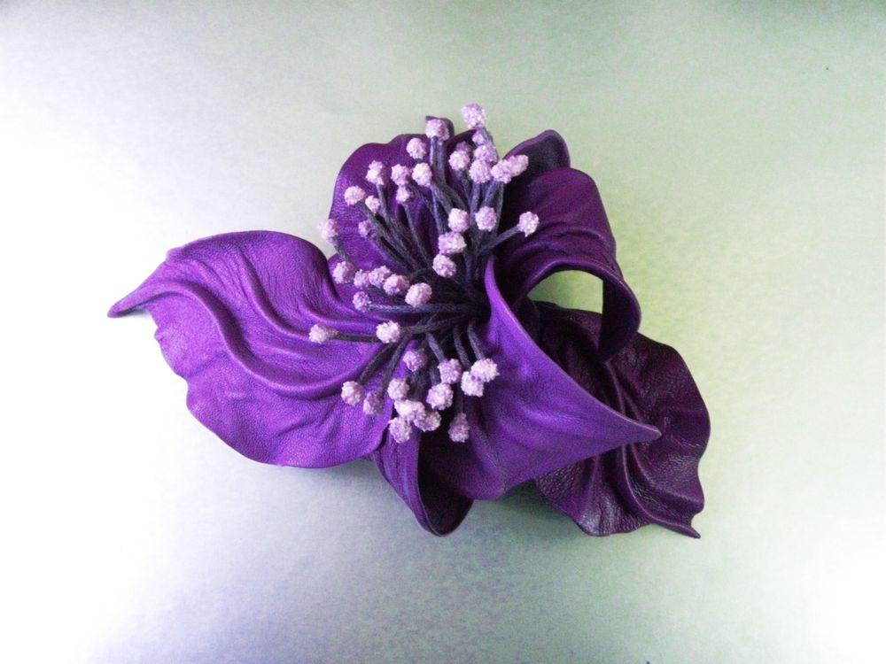 брошь цветок из кожи, брошь купить, необычная брошь, брошь цветок сиреневый