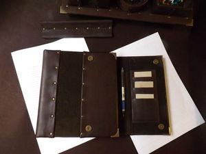 Именной блокнот из натуральной кожи и замши с магнитной застёжкой , с креплением для ручки , с тремя кармашками для визиток и с ручкой для переноски .   Ярмарка Мастеров - ручная работа, handmade
