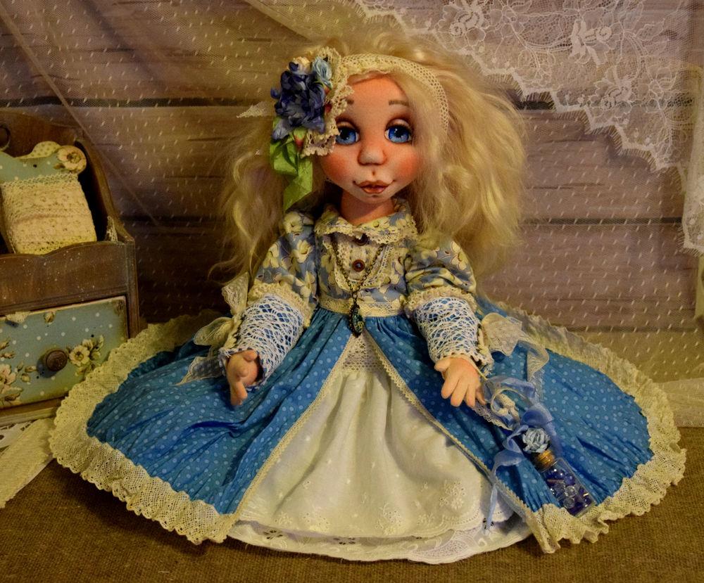 кукла с гардеробом
