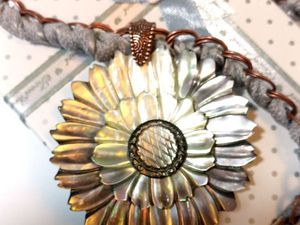 Перламутровый цветок – колье-цепь с крупной резной подвеской. | Ярмарка Мастеров - ручная работа, handmade