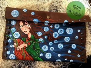 """Аукцион на Клатч из плотной натуральной кожи с Росписью """"Алиса в Зазеркалье"""". Ярмарка Мастеров - ручная работа, handmade."""