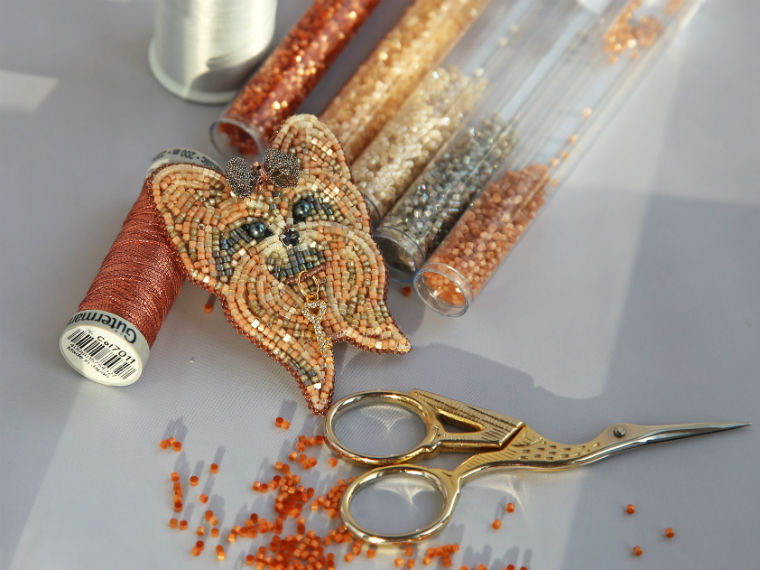 Вышиваем бисером брошь