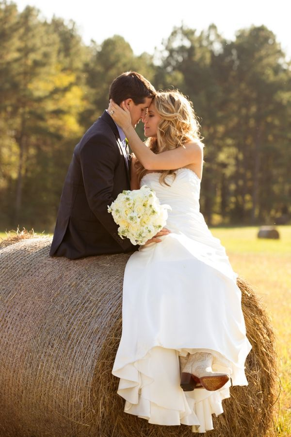 hay bale portrait | Leah Jean #wedding: