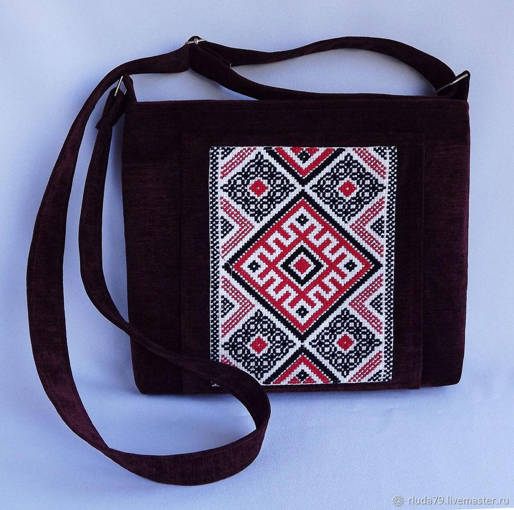 29553ef4ce3a И в конце всех манипуляций с тканью и вышивкой, получилась вот такая не  большая сумочка: