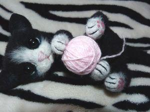 Валяем милого играющего котёнка. Ярмарка Мастеров - ручная работа, handmade.