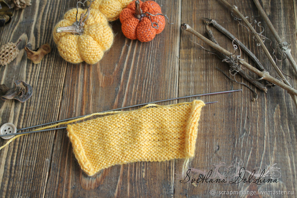 Knitting a Sweet Pumpkin for Halloween Home Decor in 30 Minutes, фото № 3