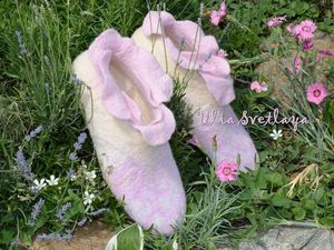 Аукцион на теплые валяные тапочки с лепестками роз!!! Старт 1500 р.!!!. Ярмарка Мастеров - ручная работа, handmade.