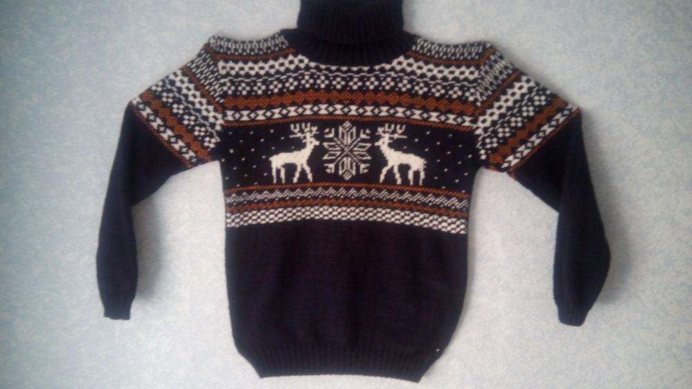свитер с оленями вязаный
