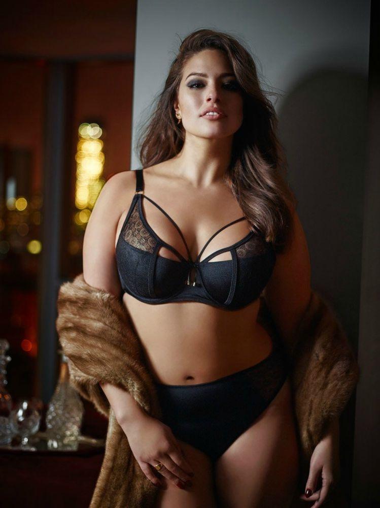 Красивое женское тело пышки