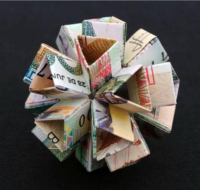 Скульптуры из денег (18 фото)