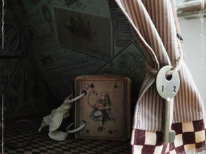 Новый комод- кукольный домик