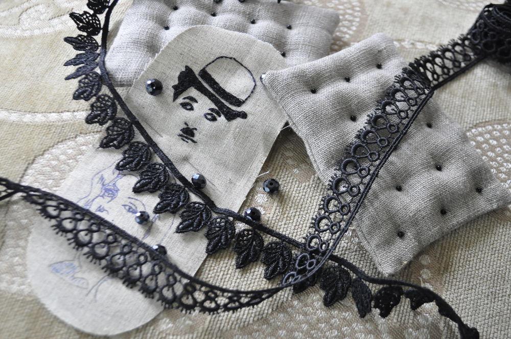 чёрно-белое, текстильные украшения, чаплин