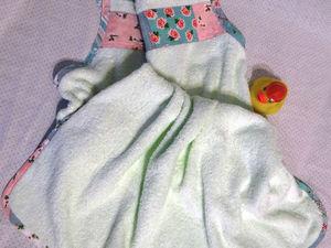 Делаем уютный подарок новорожденному, или Как сшить полотенце-передник своими руками. Ярмарка Мастеров - ручная работа, handmade.