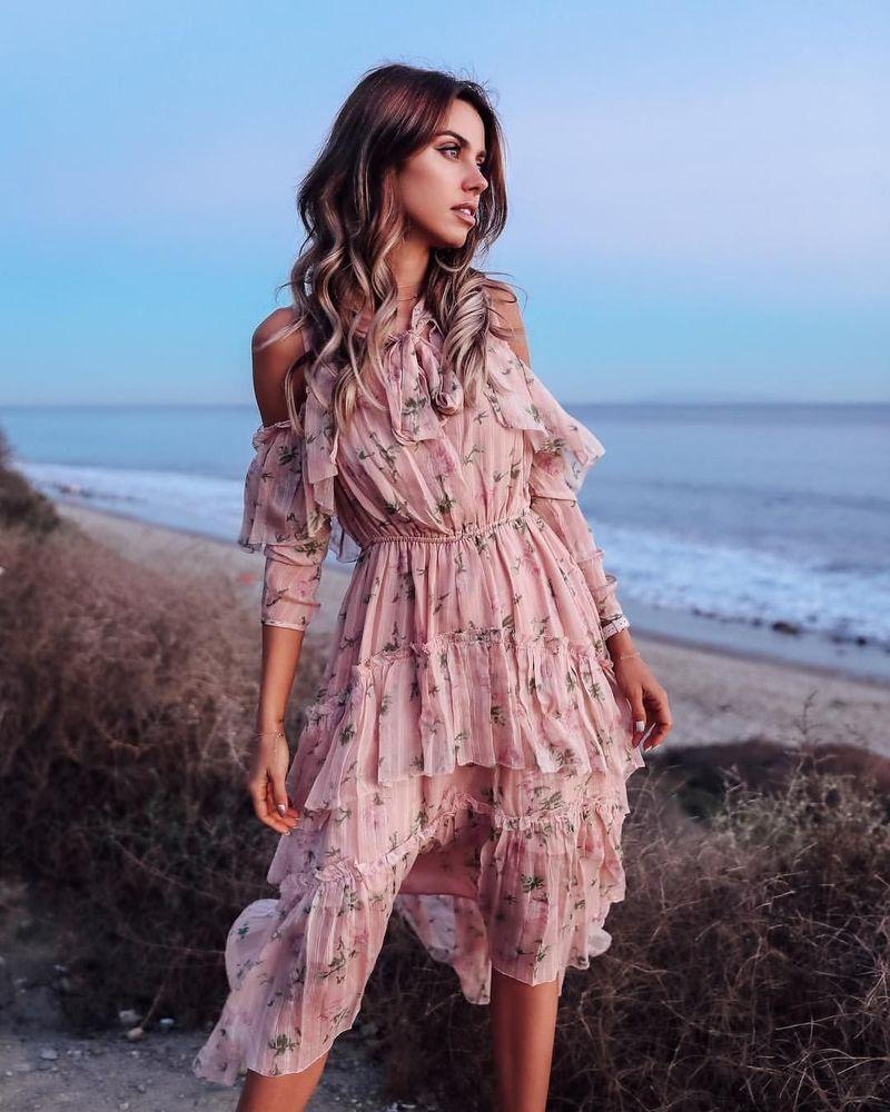 В моде женственность: модные летние платья 2019
