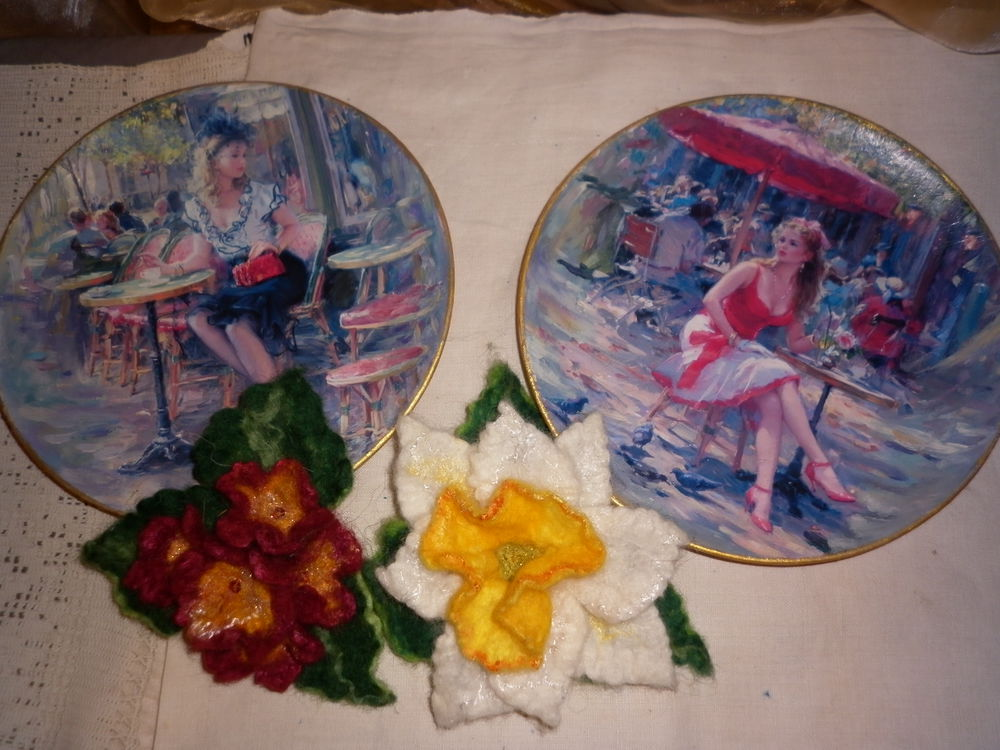 тарелки интерьерные, девушка в красном, тарелка на подставке