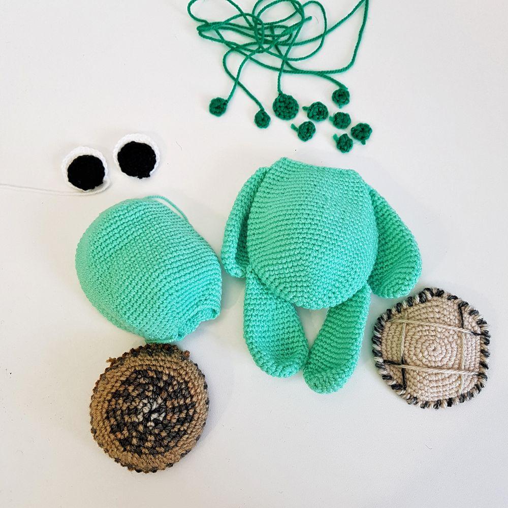 творческий процесс, процесс работы, закулисье, за кулисами, рабочий стол, работа, зеленый, коричневый, милота, своими руками, вязаная игрушка, вязаная игрушка процесс, части тела, милая игрушка