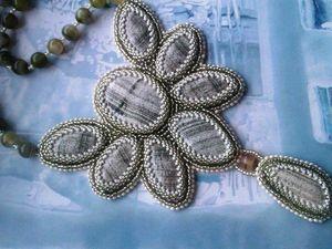 Аукцион на вышитый бисером кулон с натуральными скарнами и агатами - закрыт.. Ярмарка Мастеров - ручная работа, handmade.