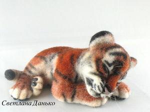 Новая работа-спящий тигренок. Ярмарка Мастеров - ручная работа, handmade.
