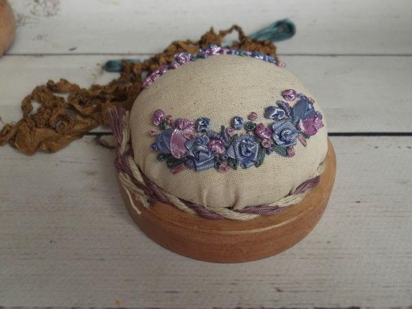 Мастерим стильную настольную игольницу с вышивкой | Ярмарка Мастеров - ручная работа, handmade