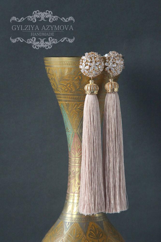 сереж, длинные серьги, модные тенденции, модный аксессуар, сережки кисти, длинные кисти, бежевые сережки