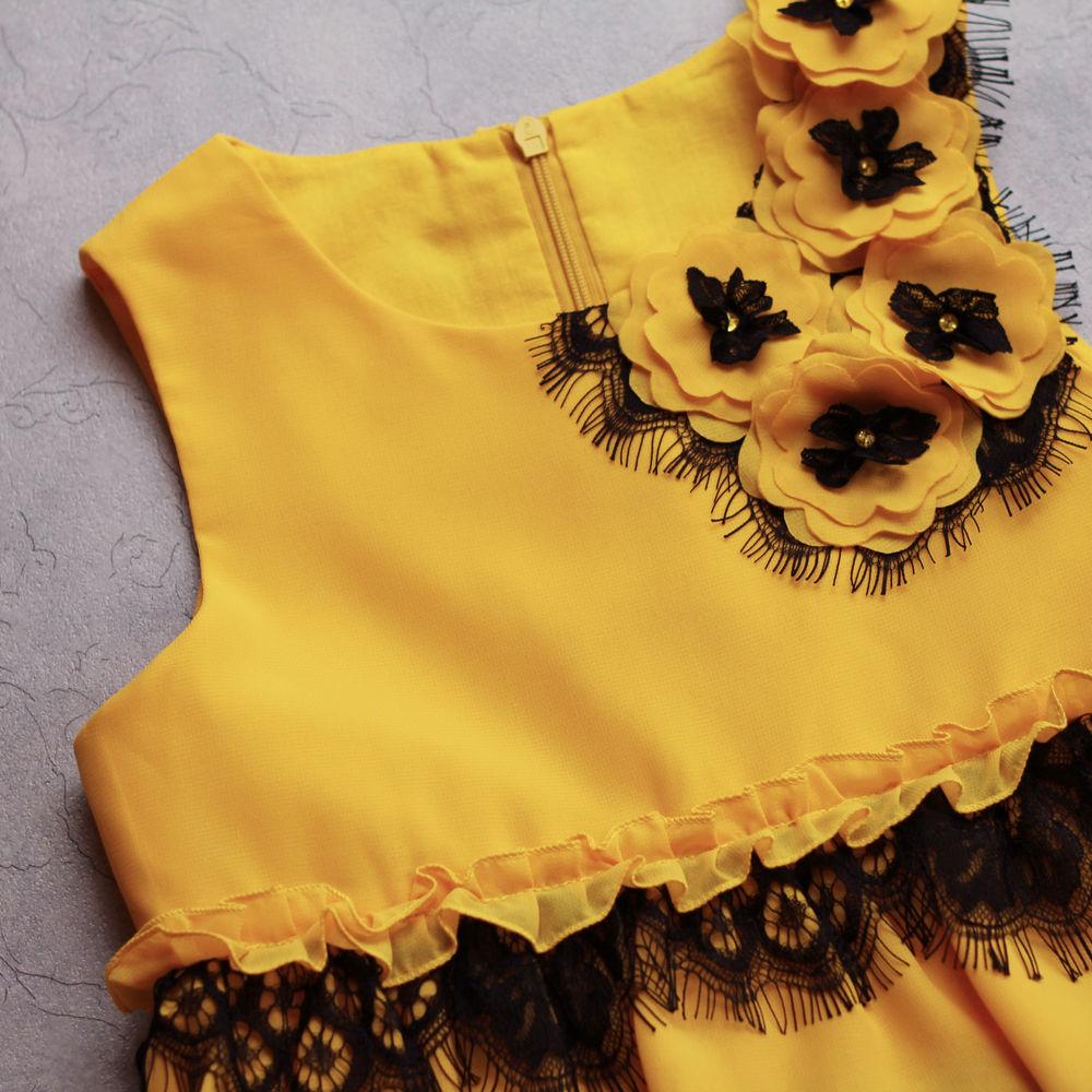нарядное платье, кружево шантильи, платье для девочки, платье пчелка