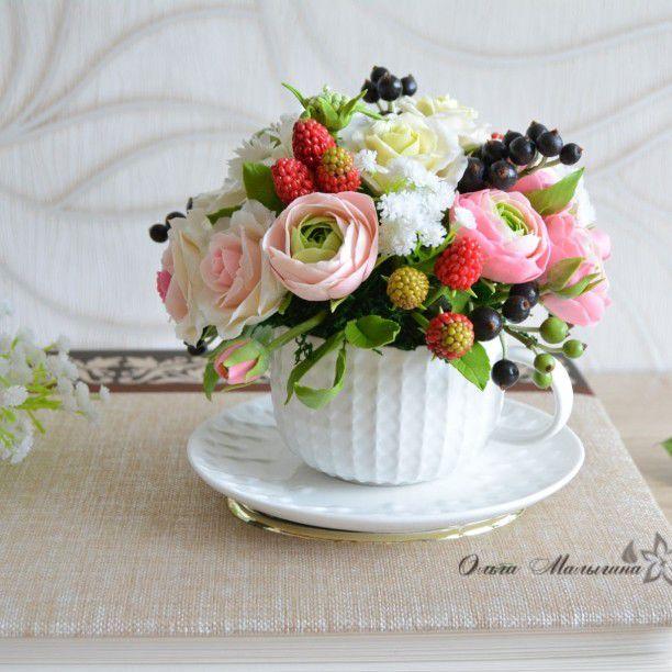 цветы в чашке, декор кухни