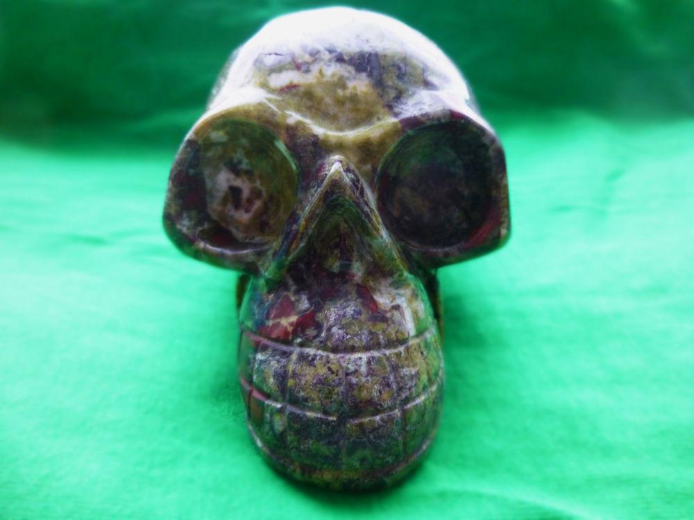 череп, амулет, яшма
