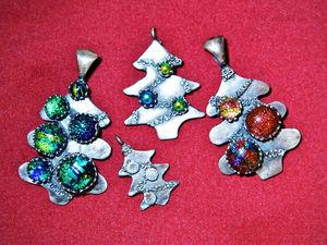 Серебряный кулон «Новогодняя Ёлочка» с разноцветными шарами. Ярмарка Мастеров - ручная работа, handmade.
