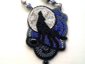 Аукцион на вышитый бисером кулон с натуральными камнями и силуэтом волка — закрыт. Ярмарка Мастеров - ручная работа, handmade.