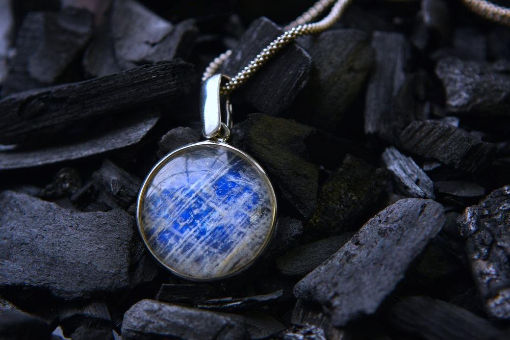 лунный камень, кулон с беломоритом