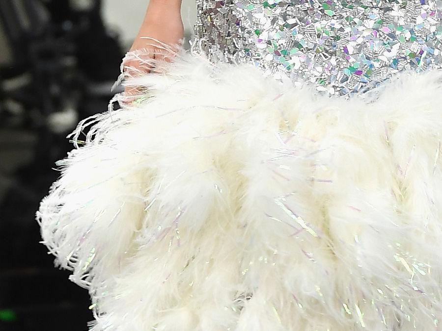 Зеркальное платье Кендалл Дженнер на показе Chanel весна-лето 2017