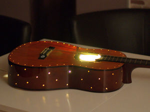 Уютный ночник из старой гитары — просто, быстро и очень красиво!. Ярмарка Мастеров - ручная работа, handmade.