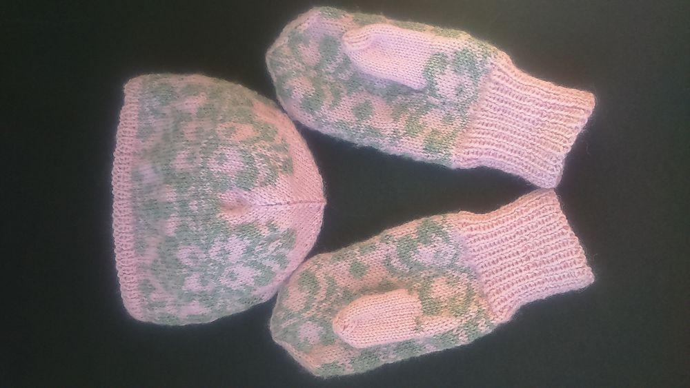 носки женские, варежки вязаные, шапка зимняя
