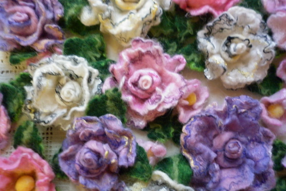 валяные цветы, валяные брошки, валяный шиповник