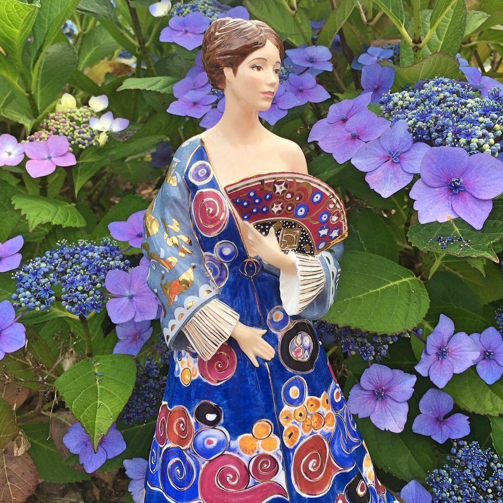 статуэтка дама с веером