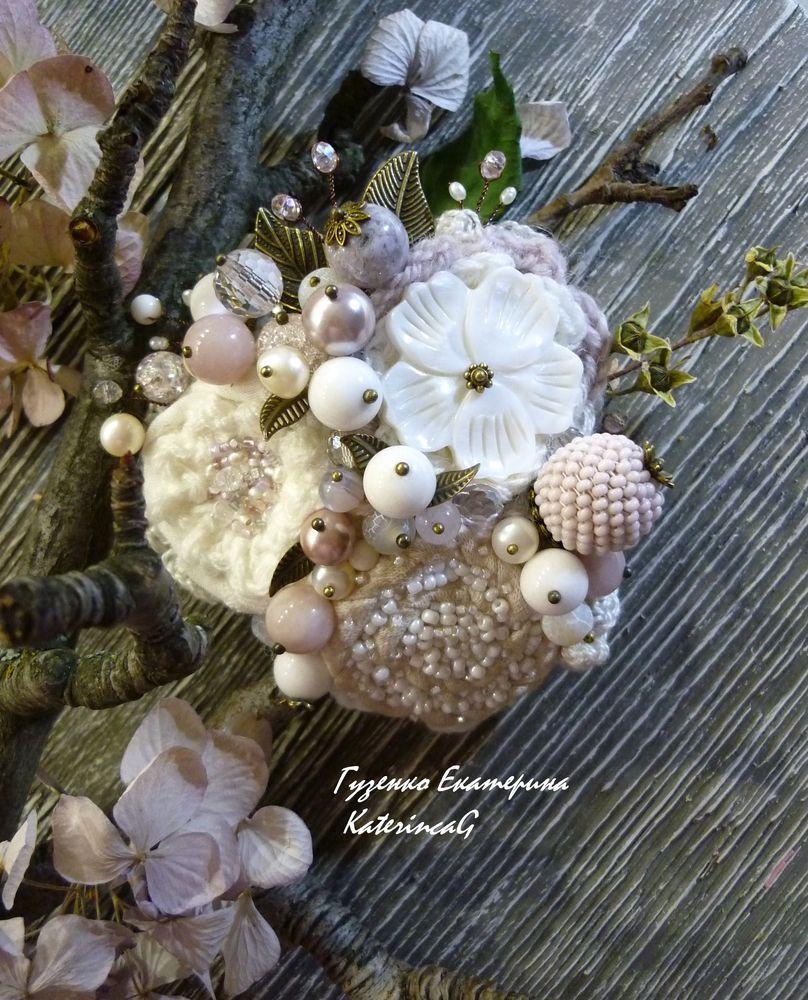 брошь-цветок, цветы из ткани, нежное украшение