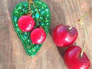 """Брошь """"Красные вишни"""". Ярмарка Мастеров - ручная работа, handmade."""