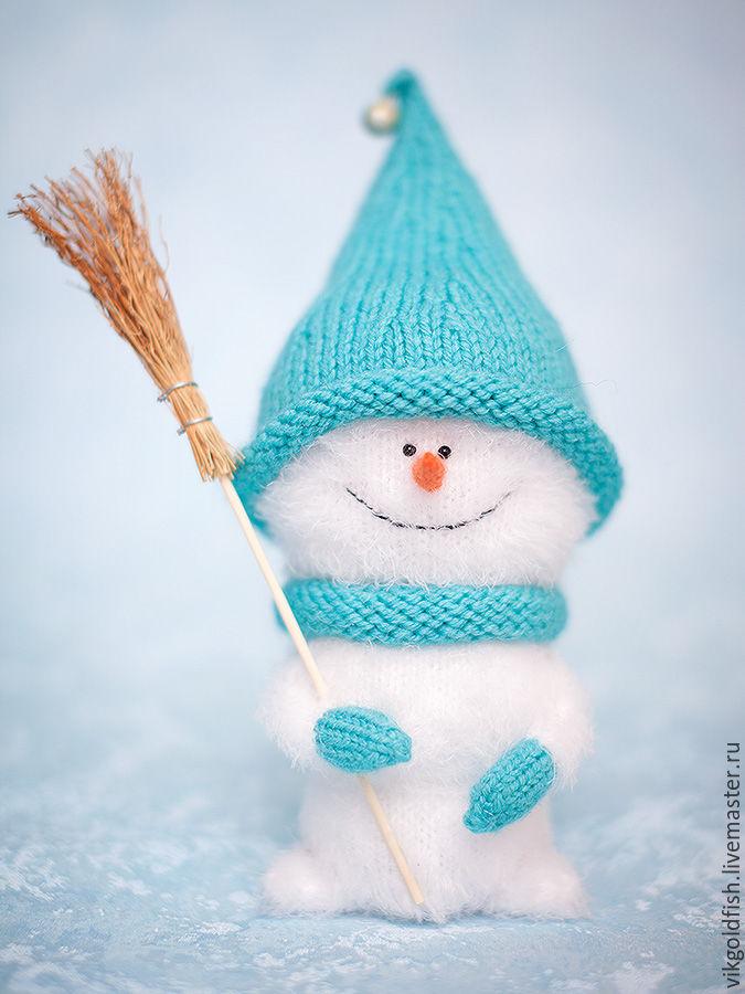 Вяжем спицами милого снеговичка