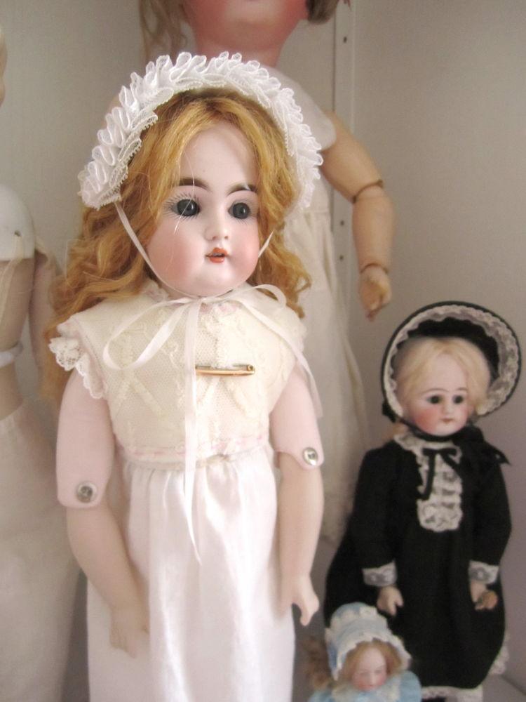кукла в антикварном стиле