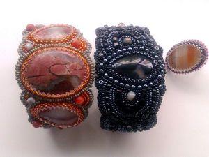 Аукцион на вышитые бисером широкие браслеты с натуральными камнями — сейчас! При покупке двух браслетов — кольцо в подарок!. Ярмарка Мастеров - ручная работа, handmade.