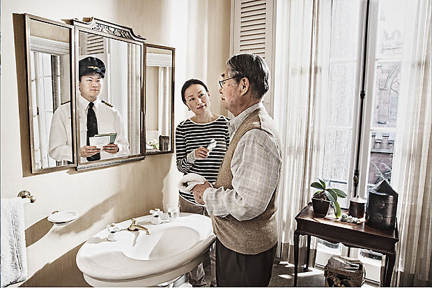 younger-self-reflected-in-mirror-reflection-tom-hussey-9