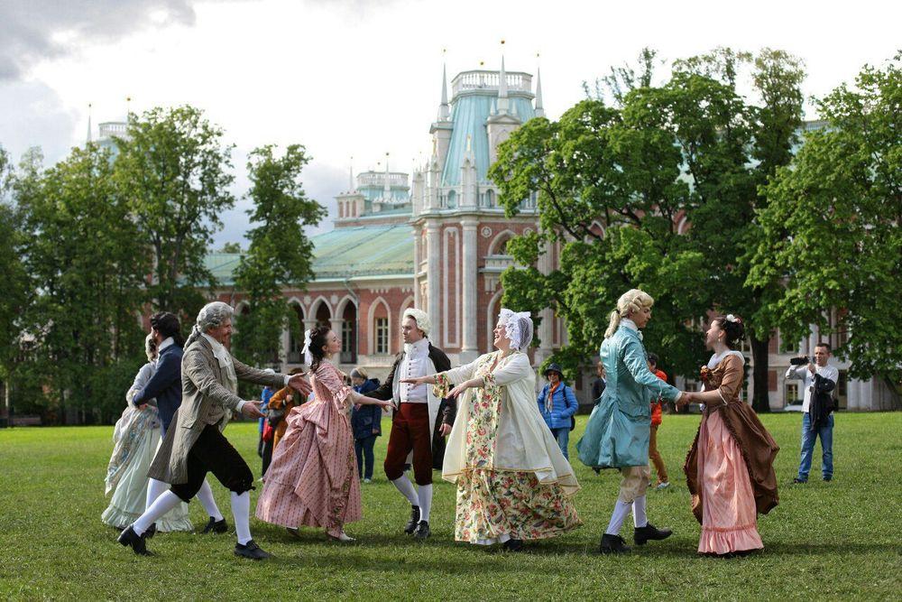 танцы, цветы из ткани