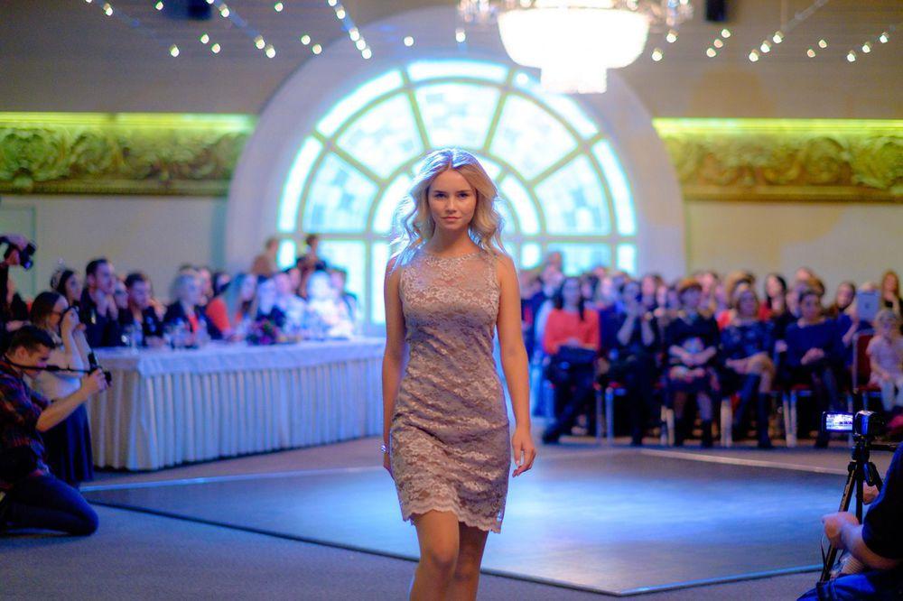 одежда для женщин, пошив, конкурс коллекций, мода 2016