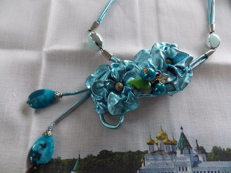 колье из кожи, голубое колье, необычное украшение, подарок девушке женщине