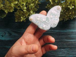 Снег. Брошь бабочка ручной работы из бисера. Вышивка. Белый. Ярмарка Мастеров - ручная работа, handmade.