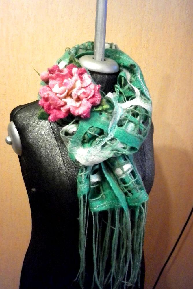 шары-палантин с пионом, подарок девушке, изумрудный палантин