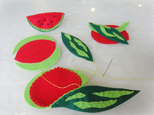 Creating a Funny Watermelon Brooch out of Felt, фото № 6