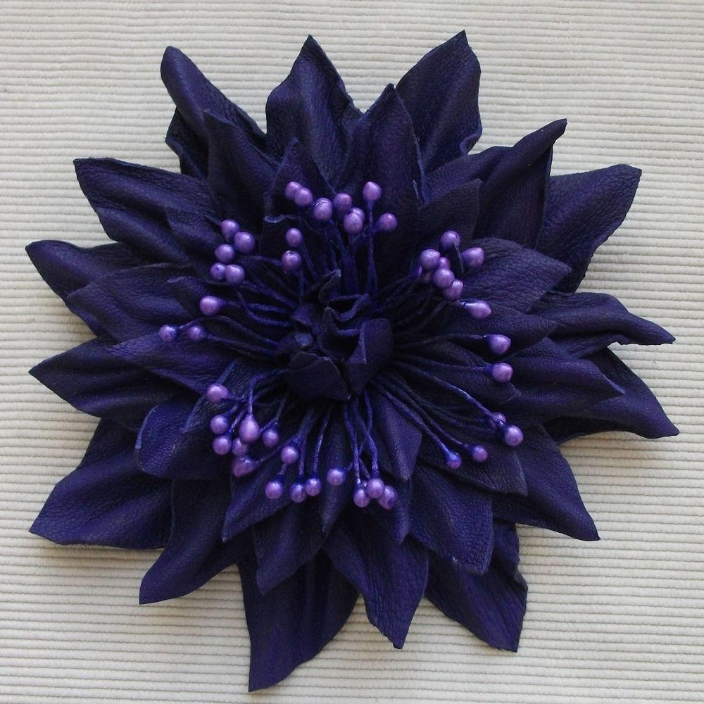 яркий цветок из кожи