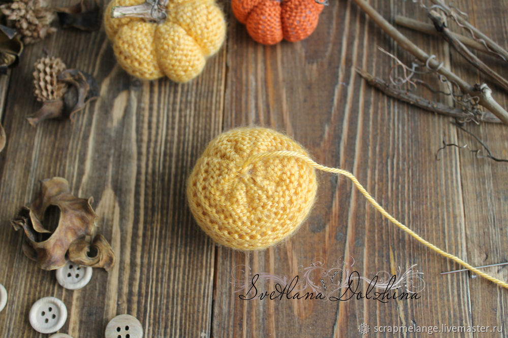 Knitting a Sweet Pumpkin for Halloween Home Decor in 30 Minutes, фото № 7